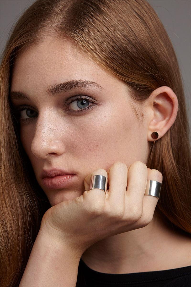 morethanthis-Liberta-Minimal-Silver-Ring-Large-Disk-Earring